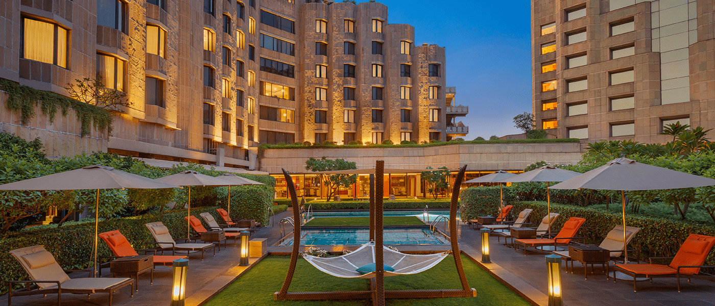 poolside-facade-itc-windsor