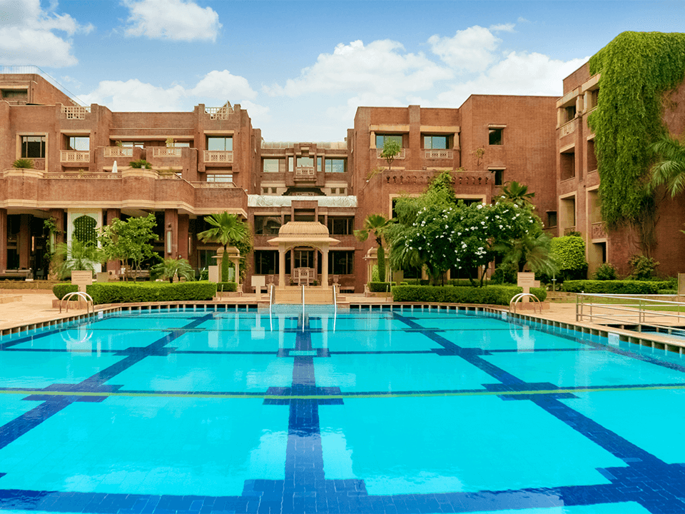/content/dam/itchotels/in/umbrella/itc/hotels/itcrajputana-jaipur/images/wellbeing-listing/desktop/pool.png